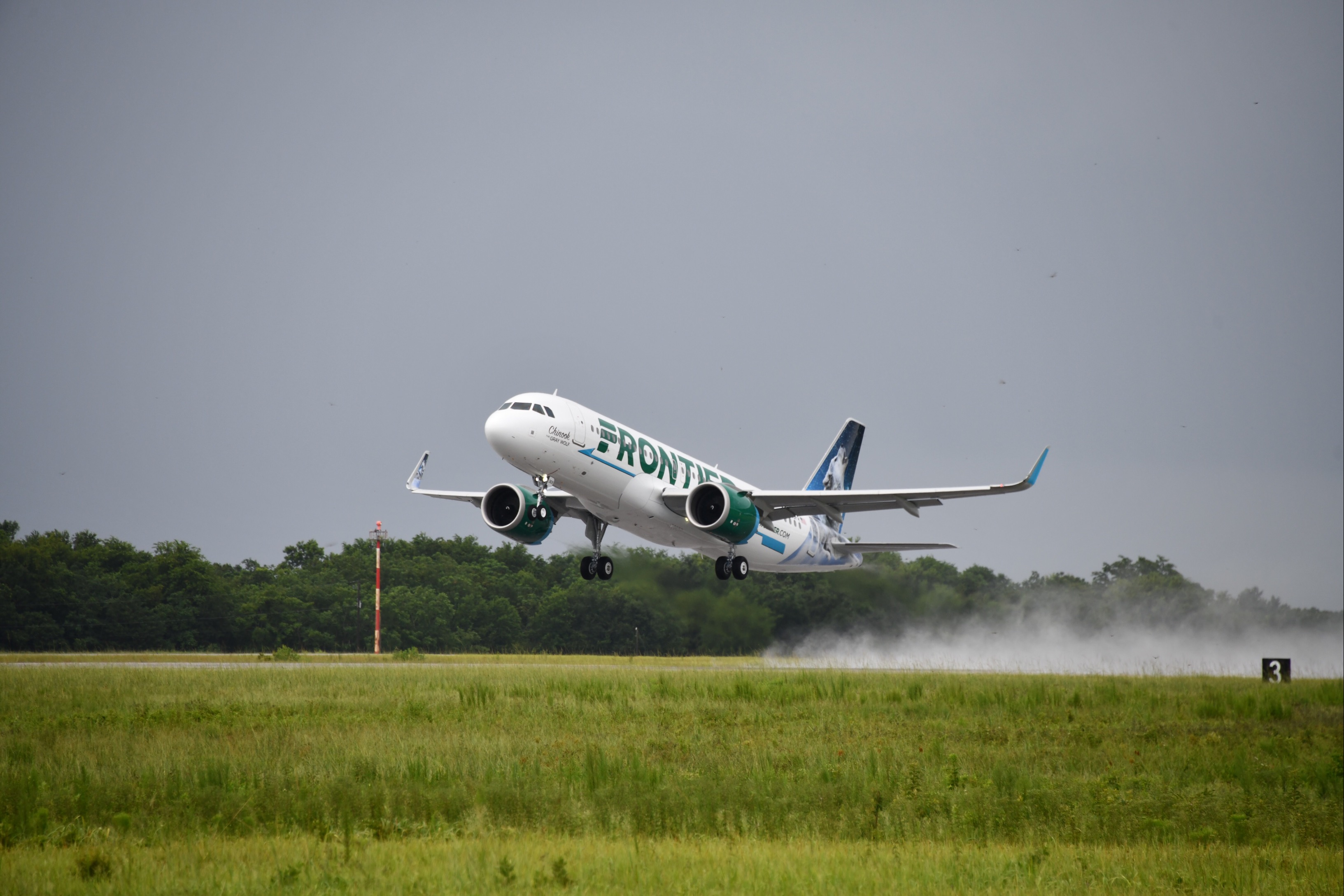 Photo by flyfrontier.com