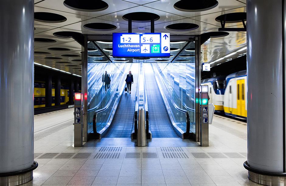 Schiphol is ook goed bereiken per trein (Beeld: Schiphol Group)